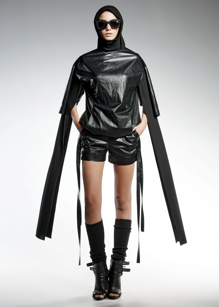 ELE Woman's short eco-leather pants, decorated with hanging bands and front invisible zipper.